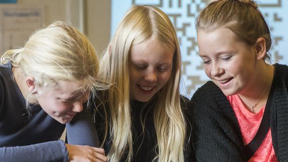 Elever arbejder på iPad