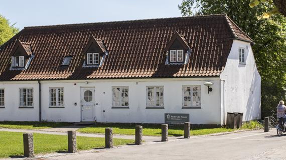 Historisk Arkiv for Rudersdal i Nærum - set udefra om dagen