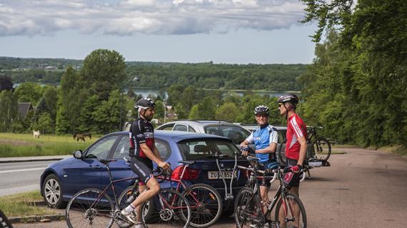 Cyklister mødes inden cykelturen ved Åsebakken.