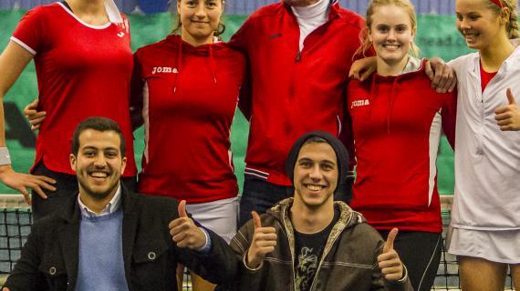 Foto: Flygtninge i foreninger - her i tennisklubben