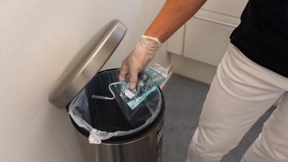 Tandlægerne Holte Midtpunkt har vænnet sig til at sortere affald straks efter det er opstået.