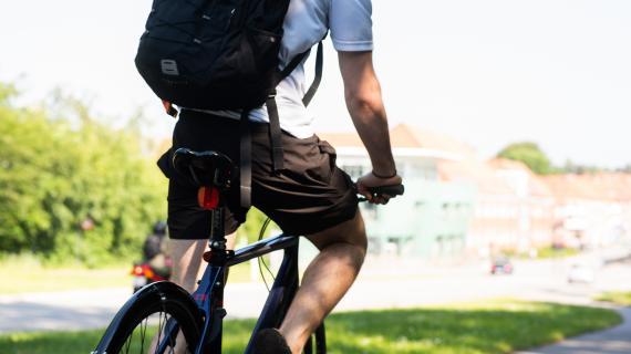 Cyklist på Kongevejen.