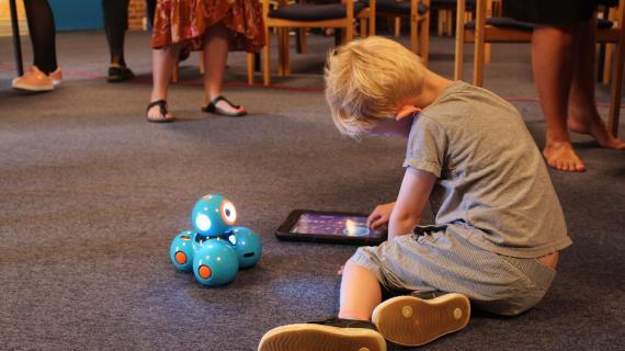 Teknologifestival Dreng med Ipad