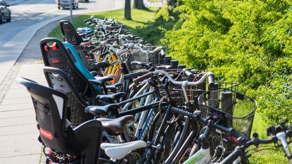 Cykler parkeret ved Birkerød Station