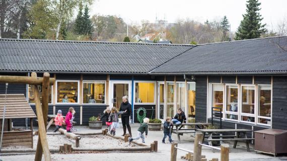 Børn på legeplads i Kejlstruplund