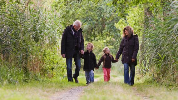 Familie i skoven