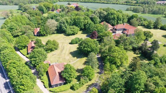 Den tidligere Egebækskolen set fra luften