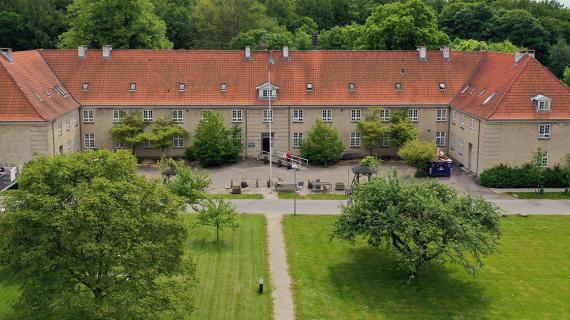 Piberødhus i Ebberød set fra oven