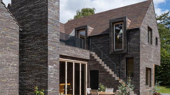 Hus med brune mursten