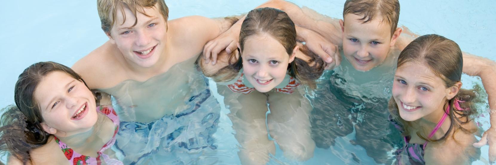 Børn i svømmehallen
