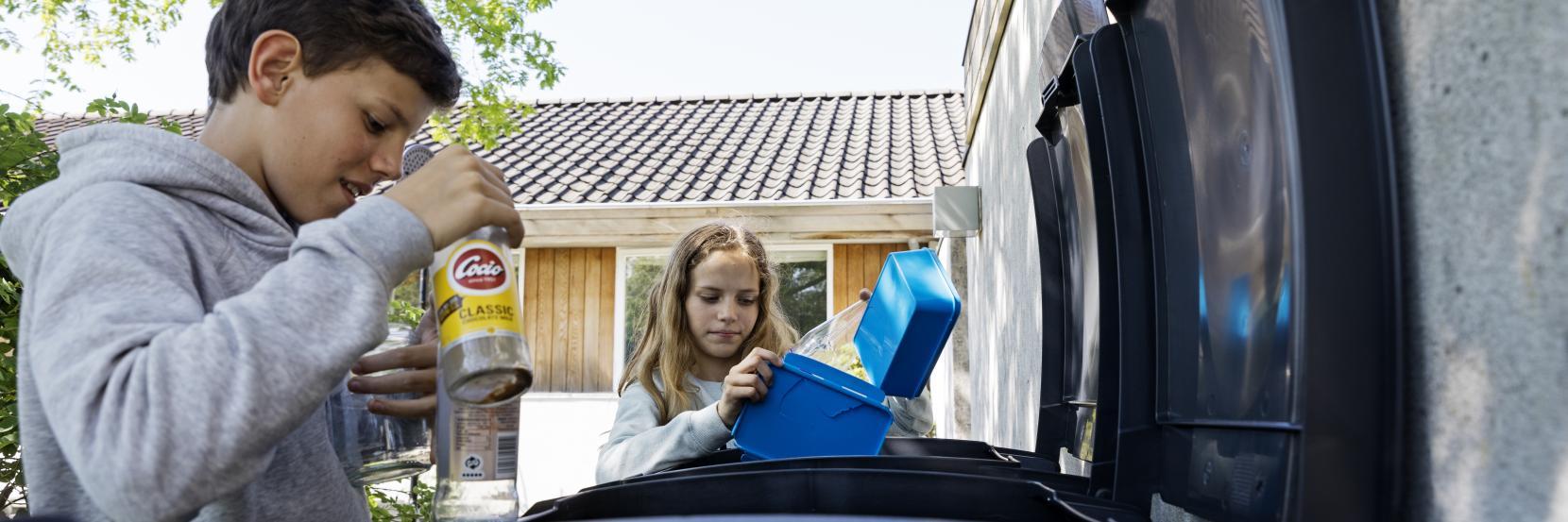 Børn sorterer affald  (Foto: Søren Svendsen)