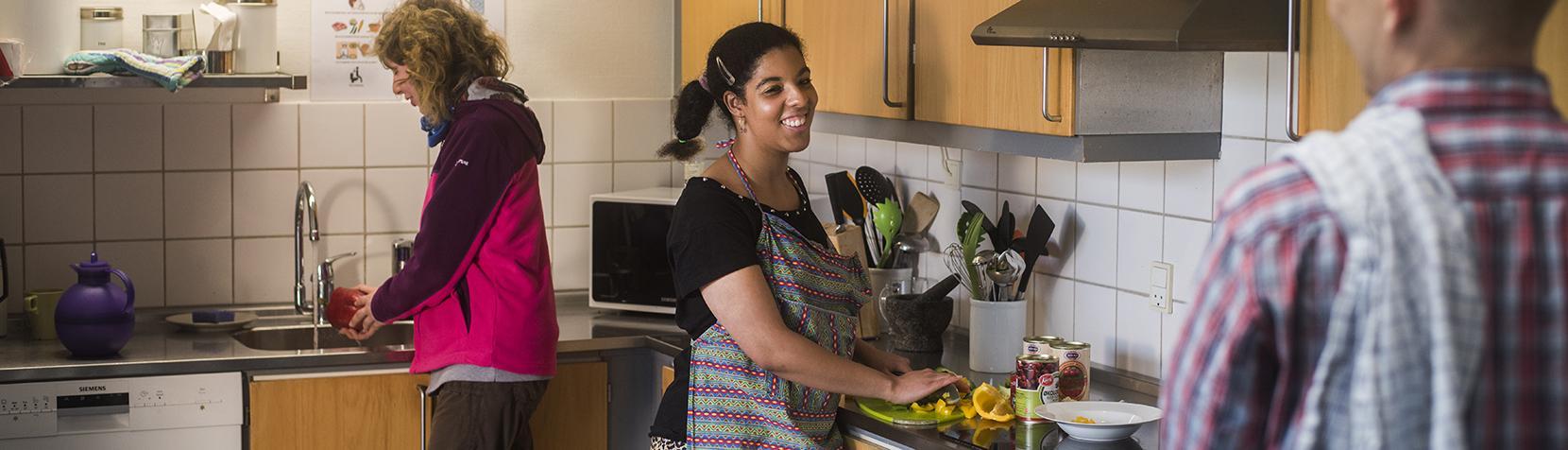 God stemning i køkkenet på Bregnerødvej