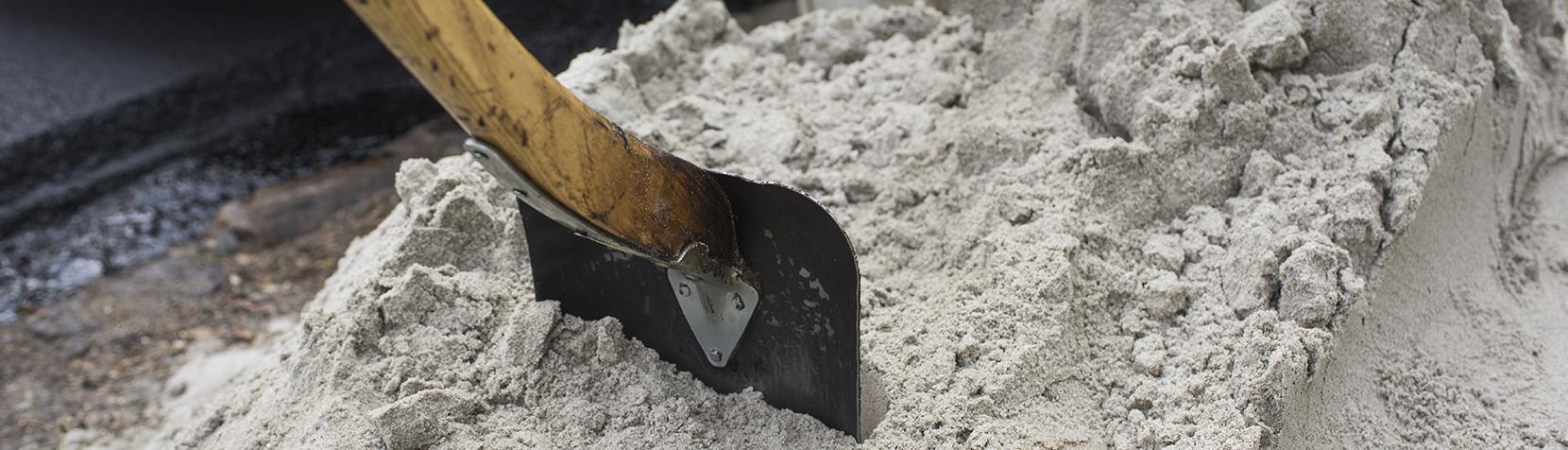 Sand og skovl