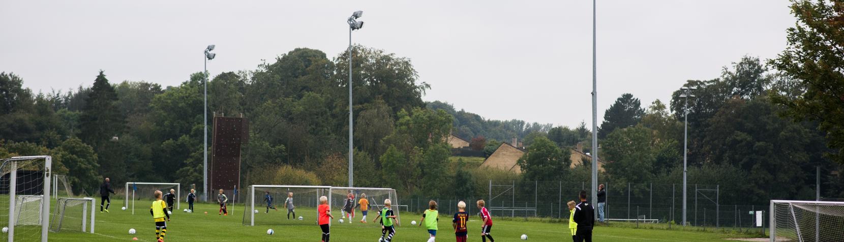 Fodbold på Rundforbi Idrætsanlæg