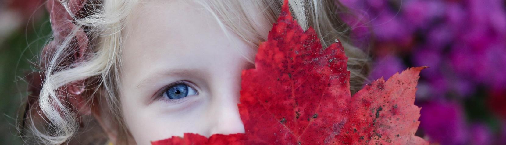 Pige med blad
