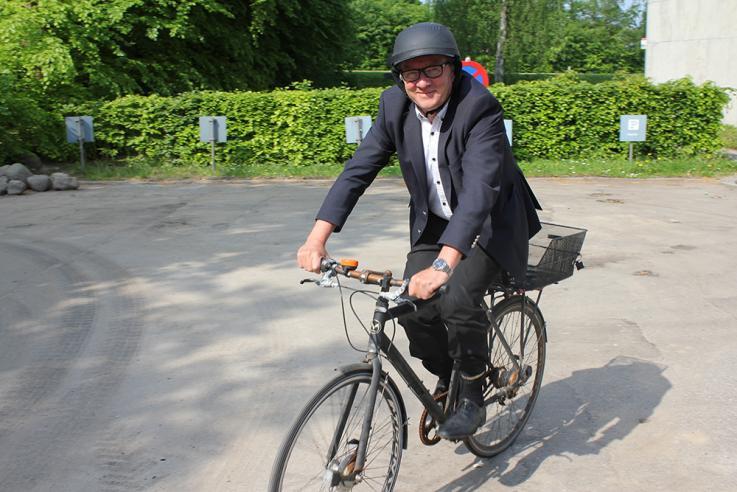 Kommunaldirektør Bjarne Pedersen - en hverdagspendler.