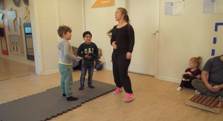 Leg og læring tema - voksenstyret leg