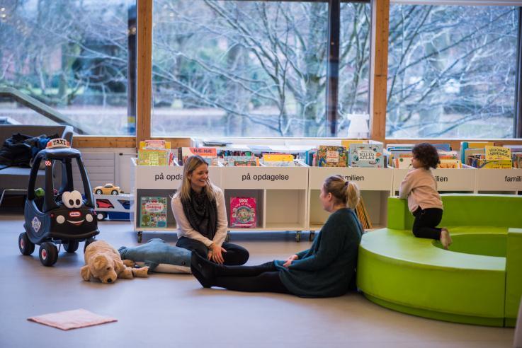 Med børn på biblioteket